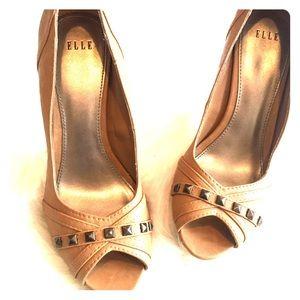 SZ 7.5 Elle Tan Heels with Stud Detail